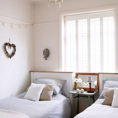 Twin bedroom (could be front small bedroom done like Dovecote- only need one bedside cabinet) Farm Bedroom, Cosy Bedroom, Bedroom Decor, Country House Interior, Country Homes, Coastal Homes, Coastal Cottage, Coastal Living, Country Living