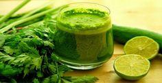 Vypijte tento džus každý večer a nadbytečná kila shodíte extrémně rychle  Ingrediencie  2 polievkové lyžice nakrájaného petržlenu 2 poháre vody kúsok špenátu 1 citrón 1 až 2 cm čerstvého koreňa zázvoru