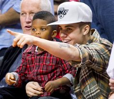 Justin Bieber sat with Chris Paul Jr., the adorable son of L.A. Clipper Chris Paul, during a game in L.A. Dec. 27.