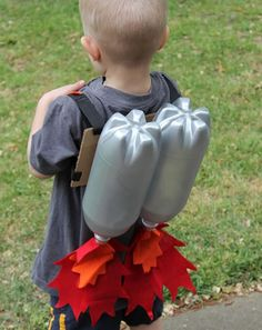 Super Sci-Fi Rocket Fueled Jet Pack--Upcycled Craft DIY I love upcycled crafts. Projects For Kids, Diy For Kids, Crafts For Kids, Space Party, Space Theme, Diy Rocket, Crafty Kids, Upcycled Crafts, Kids Playing
