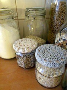 Crochet jar lid covers Crochet Kitchen, Crochet Home, Crochet Crafts, Knit Crochet, Crochet Things, Crochet Accessories Free Pattern, Crochet Designs, Crochet Patterns, Crochet Jar Covers