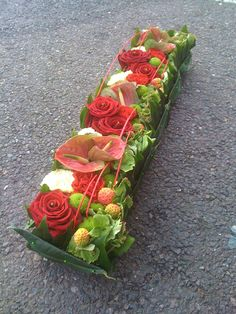 Pin by nyao on アレンジ Contemporary Flower Arrangements, Small Flower Arrangements, Small Flowers, Fresh Flowers, Centerpiece Decorations, Flower Centerpieces, Flower Decorations, Christmas Decorations, Deco Floral