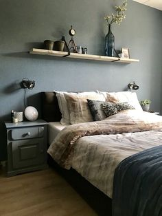 A look inside Amber - De Wemelaer - Green wall bedroom shelf above bed - Bedroom Sets, Home Decor Bedroom, Bedroom Wall, Bedroom Furniture, Master Bedroom, Bedroom Green, Modern Bedroom, Shelf Above Bed, Shelving Above Bed