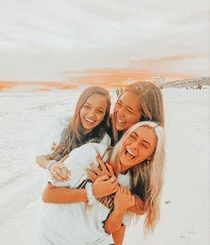 Best Friends Shoot, Best Friend Poses, Three Best Friends, Cute Friends, Cute Friend Pictures, Friend Photos, Cute Pictures, Bff Pics, Beach Pictures