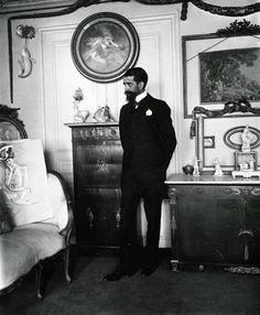 Paul Helleu in his salon: 45, Rue Emile Menier, Paris 1890. Photograph by Dornac. (www.helleu.org)