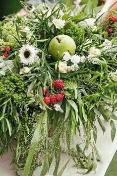 Rozprávková lesná inšpirácia, ktorú sme pre Vás pripravili s časopisom Svadba. - Album užívateľky flordeluxe   Mojasvadba.sk Floral Wreath, Editorial, Wreaths, Magazine, Bridal, Plants, Home Decor, Floral Crown, Decoration Home