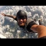 14 Extreme Selfies That Push Duck Face Off a Cliff