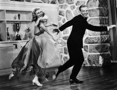 Fred Astaire and Ginger Rogers were two of the most iconic dancers in Hollywood history Fred Astaire, Old Hollywood Stars, Classic Hollywood, Hollywood Glamour, Hollywood Actresses, Ginger Rogers Movies, Famous Duos, Fred And Ginger, Partner Dance