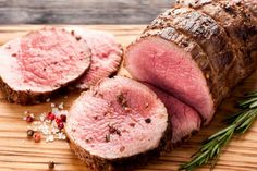 If you're looking for lean protein dinner recipes to try during phase 2 of the Fast Metabolism Diet, you need to try this deliciously easy roast beef recipe. Serve it up today! King Pro Pressure Cooker Recipes, Pressure King Pro, Pressure Cooking, Slow Cooking, How To Cook Silverside, Silverside Beef, Beef Roasting Joint, Beef Joint, Roasting Pan