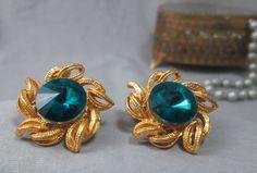Vintage clip-on earrings blue acrylic rivoli stone in gold flower-petal setting #Vintageunsigned #Clipon