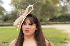 #pamela en tonos #crudo y #dorado, con añadido de #sinamay #seda, #pamela en tonos #crudo y #dorado, con añadido de #sinamayseda, #hair  #wedding, #artesania, #tocado, sinamay, #boda, eventos, #Fascinator, #Feather, #invitadaperfecta, #madrina, #Millinery,   #moda