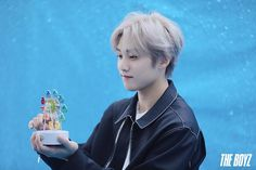 '댄스 판타지'로 물들일 THE BOYZ의 [DREAMLIKE] 자켓 촬영 현장 : 네이버 포스트 Star Awards, Shall We Dance, Picture Credit, Pop Singers, Korean Celebrities, Debut Album, Pop Group, My Sunshine, I Love Him