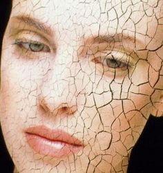 Nesta época do ano é comum nossa pele ficar mais seca devido ao frio, banhos mais quentes, pouca umidade no ar.   Para manter a pele be...