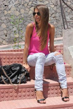 ripped jeans & pink tank. pretty from head to toes.
