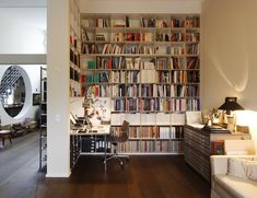 Plenty of room for books and memorabilia and still a very relaxing and quiet place to be. Shelf-system TIUS by Plan W
