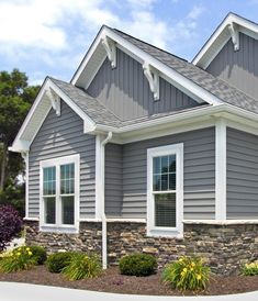 Steel entry doors, vinyl siding and windows all provide good return on investment among mid-range priced home renovation projects. Exterior Siding Options, Exterior House Siding, Exterior House Colors, Siding Colors For Houses, Exterior Paint, Painting Vinyl Siding, Vinyl Siding Colors, Home Exterior Makeover, Exterior Remodel