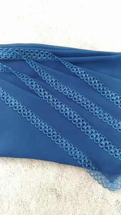 Best 12 This Pin was discovered by hik – Page 413134965803666533 Knitted Poncho, Knitted Shawls, Knitting Socks, Knitting Needles, Saree Tassels Designs, Saree Border, Knit Shoes, Point Lace, Labor
