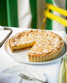 A proper bakewell tart recipe, as it should be, with crisp sweet shortcrust pastry, a layer of strawberry jam, a generous frangipane filling and flake