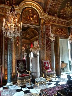 Hercules room at Champ de Bataille http://quintessenceblog.com/jacques-garcias-champ-de-bataille/?utm_source=feedburner&utm_medium=email&utm_campaign=Feed:+quintessenceblog/zYtu+%28Quintessence%29