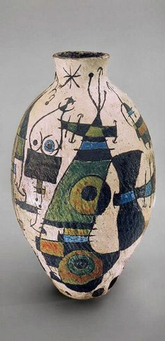 Successió Miro is an entity formed by the heirs to the estate of Joan Miró which administrates the rights of the artist's works. Ceramic Clay, Ceramic Vase, Ceramic Pottery, Pottery Art, Glazed Ceramic, Painted Pottery, Cerámica Ideas, Arte Popular, Ceramic Design