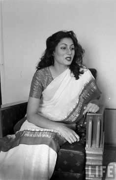 Hindi Movie Glamour Queen Madhubala in Different Moods - Photograhed by James Burke in 1951 - Old Indian Photos Bollywood Funny, Bollywood Pictures, Bollywood Cinema, Vintage Bollywood, Bollywood Stars, Beautiful Bollywood Actress, Most Beautiful Indian Actress, Beautiful Actresses, Old Film Stars