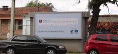"""Une idée contre les #trolls racistes: mettre leurs commentaires sur des panneaux géants - Une ONG a décidé de lancer une campagne de prévention avec le slogan """"#Racisme virtuel, conséquences réelles"""". #Brésil"""