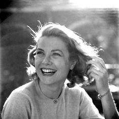 Grace Kelly.  Photo by Loomis Dean, 1954.