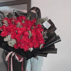 Pink Flower Bouquet, Pink Flowers, Birthday Decorations, Christmas Wreaths, Holiday Decor, Green, Instagram, Flower Arrangements, Anniversary Decorations