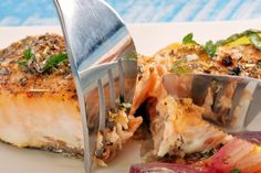 Saumon miel et moutarde, enrobé de chapelure Panko salmon fish honey Confort Food, Fish And Chips, Foods To Eat, Spanakopita, Fish And Seafood, Fish Recipes, Cravings, Salmon, Clean Eating