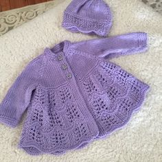 Isabella Baby Cardigan, Hat & Booties knitting pattern Knitting pattern by Designs by Tracy D Crochet – Crochet models Baby Cardigan Knitting Pattern, Baby Knitting Patterns, Baby Patterns, Hand Knitting, Cardigan Bebe, Baby Scarf, Christmas Knitting Patterns, Yarn Brands, Baby Sweaters