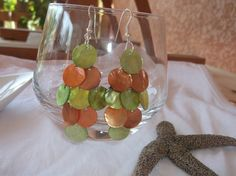 Boucles d'oreilles grappes en nacre verte et orange