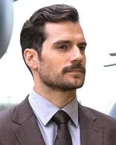 Henry Cavill is a man who knows how to rock a classic hairstyle, as he's done effectively many times in the past. So here's how to get the Henry Cavill haircut from Mission Impossible Fallout. Henry Cavill Beard, Hair And Beard Styles, Short Hair Styles, Mission Impossible Fallout, Comb Over Haircut, Side Hairstyles, Fancy Hairstyles, Halloween Hairstyles, Hairstyle Short
