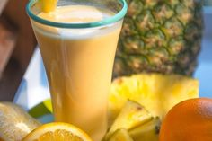 This smoothie will satisfy any sweet tooth. It& packed with more nutrients and less sugar than the classic creamsicle. Yummy Smoothies, Juice Smoothie, Smoothie Drinks, Smoothie Recipes, Dream Recipe, Nutribullet Recipes, Healthy Shakes, Shake Recipes, Healthy Recipes