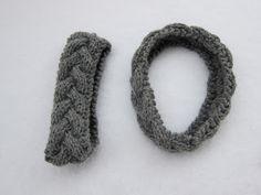 Eg har vore så heldig at eg har fått lov av ho som har laga den flotte oppskrifta på flettepannebåndet til å oversette det og poste det på . Knit Crochet, Knitting, Den, Tricot, Breien, Crochet, Weaving, Stricken, Crocheting