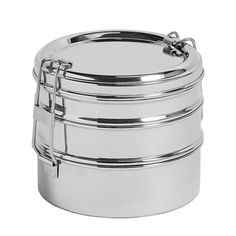 The steel lunch box from Hay's Kitchen Market collection is a clean, safe and stylish container for lunches and other foods. Hay's lunch boxes are made of shiny, food-safe stainless steel, and come in various different shapes and sizes, suitable for all kinds of lunches from sushi to salads to soups.