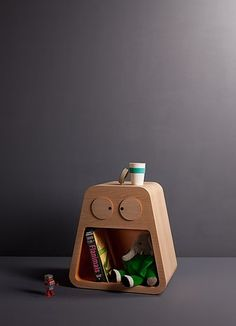 Melvin the magic bedside table becomes a useful and desirable piece of furniture. It embodies the functionality of a bedside lamp, good for reading stories, and the metaphoric figure of a night guardian that watches over the child.  The eye-shaped discs unveil a soft diffused light when opened and shuts off when they are back in the original position. A big aperture allows to store teddy bears and books kept safe alongside the day.