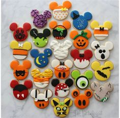 In the list of Halloween snacks and desserts, Cookies ranks the highest. Try these festive Halloween cookies recipes to make your Halloween party special. Halloween Desserts, Halloween Chic, Halloween Cookies Decorated, Halloween Sugar Cookies, Halloween Treats, Decorated Cookies, Mickey Mouse Halloween, Cookie Monster Halloween, Halloween Biscuits