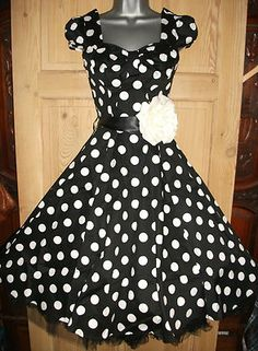 BLACK POLKA DOT SWING This would be cute for my brides maids, I would love to do one each with red poof underneath and a red belt, one like that with yellow and one with blue. then all my grls would have their own look! Dance Outfits, Dance Dresses, Cute Dresses, Vintage Dresses, Beautiful Dresses, Vintage Outfits, Cool Outfits, Fashion Outfits, Party Dresses
