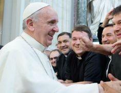 Francisco encuentra al clero de Roma. Recomienda: parroquias siempre abiertas y sacerdotes dispuestos a confesar