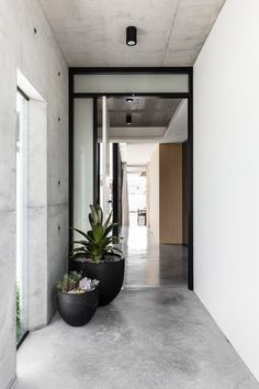 Norththumberland Street Mark Shapiro Architects - Robust Coastal Design - The Local Project Home Interior Design, Interior Architecture, Interior And Exterior, Interior Decorating, Modern Exterior, Exterior Design, Concrete Interiors, Patio Stone, Flagstone Patio
