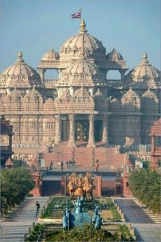 BAPS Swaminarayan Akshardham Hindu Temple, New Delhi. It is made of red stone from Rajasthan. The Mandir (Temple) is dedicated to Lord Swaminarayan Indian Temple Architecture, India Architecture, Ancient Architecture, Beautiful Architecture, Beautiful Buildings, Architecture Design, Beautiful Places, Gothic Architecture, Temple India
