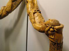 Bâton de Randonnée monoxyle  en Buis, la Racine formant le Pommeau.  Sculpture de Pierre Damiean. Voir le Site: www.pierdam.fr