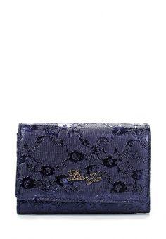 Кошелек фиолетового цвета из коллекции Liu Jo, декорированный фактурным цветочным узором. Аксессуар выполнен из искусственной кожи. Особенности: застегивается на клапан с кнопкой, внутри три отделения, карманы для купюр и пластиковых карт, золотистая фурнитура в виде логотипа бренда. http://j.mp/1t0dSKx
