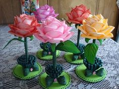 Foam Crafts Arts And Crafts Diy Crafts Crafts For Kids Ideas Para Fiestas Creative Kids Bottle Crafts Ideas Aniversario Amelie Kids Crafts, Foam Crafts, Diy And Crafts, Arts And Crafts, Paper Flowers Craft, Flower Crafts, Flower Centerpieces, Flower Arrangements, Ideas Aniversario