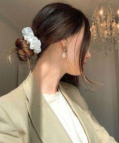 hair scrunchie aesthetic Capsule wardrobe: Say goodbye to your closet drama Twist Hairstyles, Wedding Hairstyles, 1940s Hairstyles, School Hairstyles, Scrunchies, Celine, Hear Style, We Heart It, Drama