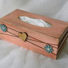 Boite à mouchoirs - porte mouchoirs en bois orné d'embellissements en bois Tissue Boxes, Tissue Holders, Facial Tissue, Decoupage, Diy And Crafts, Etsy, Ring, Home Decor, Craft