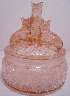 Pink Depression Glass Scottie Dogs Powder Dish -- my Mom had a clear one like this. I thought they were bears! Glass Dishes, Candy Dishes, Antique Dishes, Vintage Dishes, My Glass, Glass Art, Margaritas, Fenton Glass, Scottie Dogs
