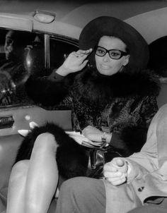 329857914a3b Actress Sophia Loren arriving in London to film a movie Stock Photo