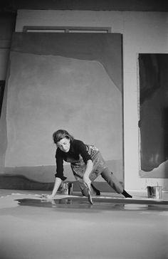 Helen Frankenthaler,an American abstract expressionist painter - a family friend Helen Frankenthaler, Willem De Kooning, Joan Mitchell, Artist Art, Artist At Work, Artist Life, Centre Des Arts, Robert Rauschenberg, Anna Karenina