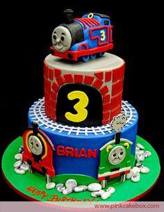 Que bolo fofo! Os meninos vão adorar!